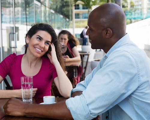 7 Conversation Topics That Hold Her Attention And Attract