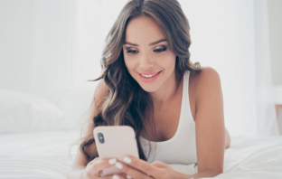 How To Get A Girl To Message You Back: 4 Key Steps